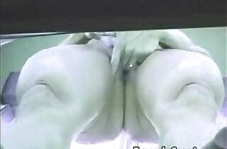 Voyeur Camera Mulher pelada se masturba no bronzeamento Flaga amador.  xxx porn