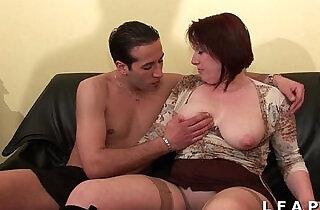 BBW Maman cougar deboitee fistee sodomisee DP facialisee pour son casting.  xxx porn