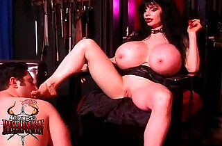 budak: Mistress Rhiannon has a lucky slave
