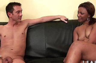 Bonne black francaise grave sodomisee et prise en double pour son casting.  xxx porn
