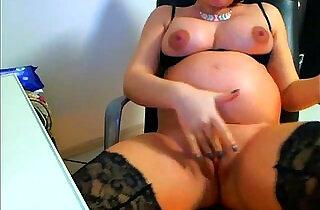 Pregnant babe toys herself on webcam.  xxx porn