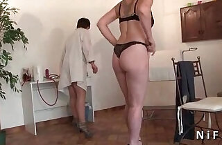 FFM Amateur mature hard analyzed and plugged at the gyneco.  xxx porn