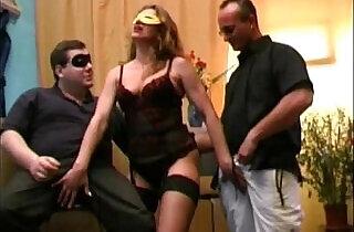 إيطاليا: My husband and his friend screw my cunt