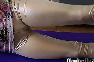 leggy: Shiny leggings and cameltoe fetish !