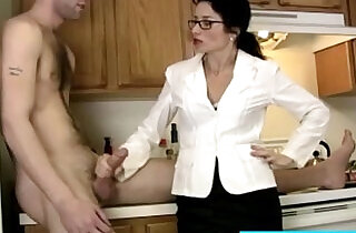 Cougar tuggs and blows big cock like a pro.  xxx porn