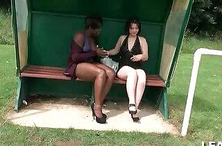Cougar francaise sodomisee au bords du terrain de foot par deux gars.  xxx porn